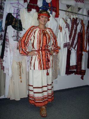 Національний Жіночий костюм України Основу українського ... 46607b19711f7